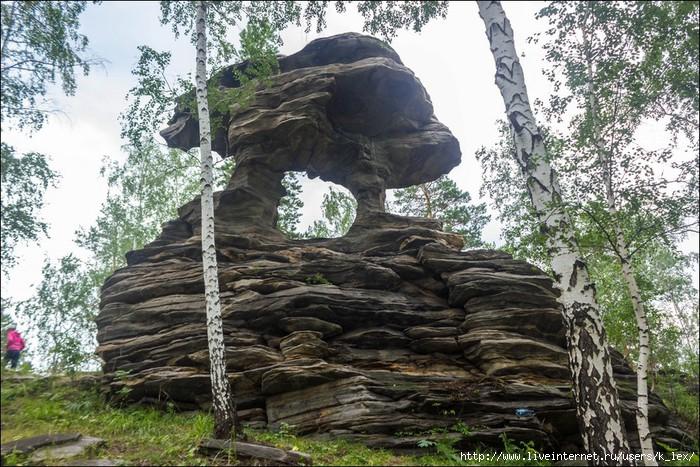 Дырка в скале под динамит