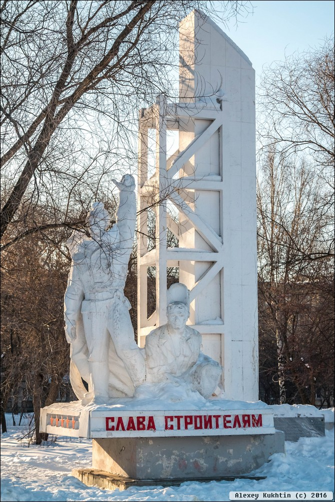 Вертикальные памятники Ирбит Лампадка из покостовского гранита Пудож